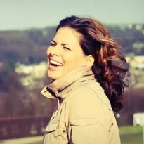 Elise Dinfena - Love Again (Video)